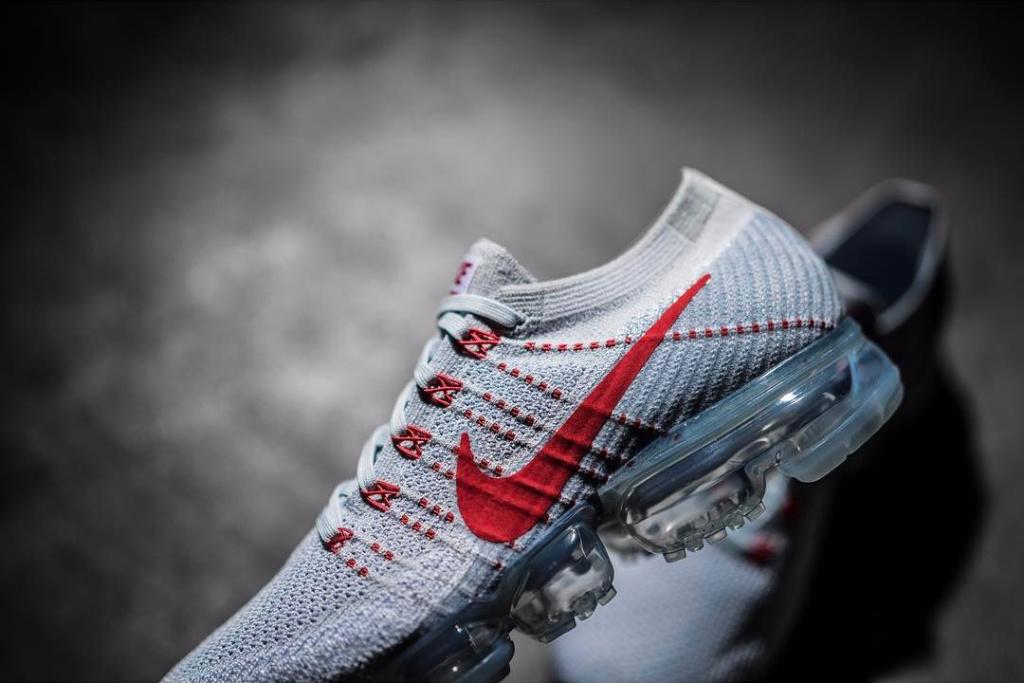 Nike VaporMax Grey/Red