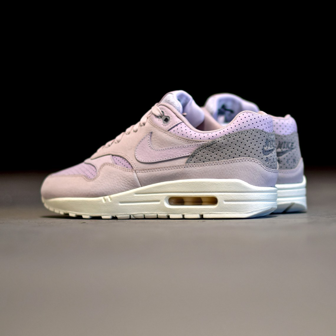 a35e807c288e Nike Air Max 1 Pinnacle