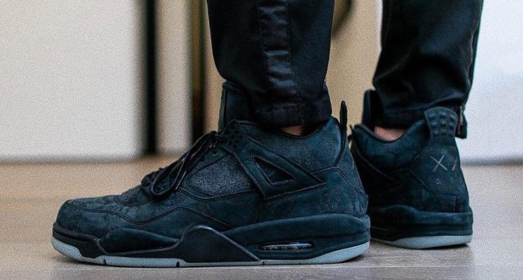 "KAWS x Air Jordan 4 ""Friends and Family"""