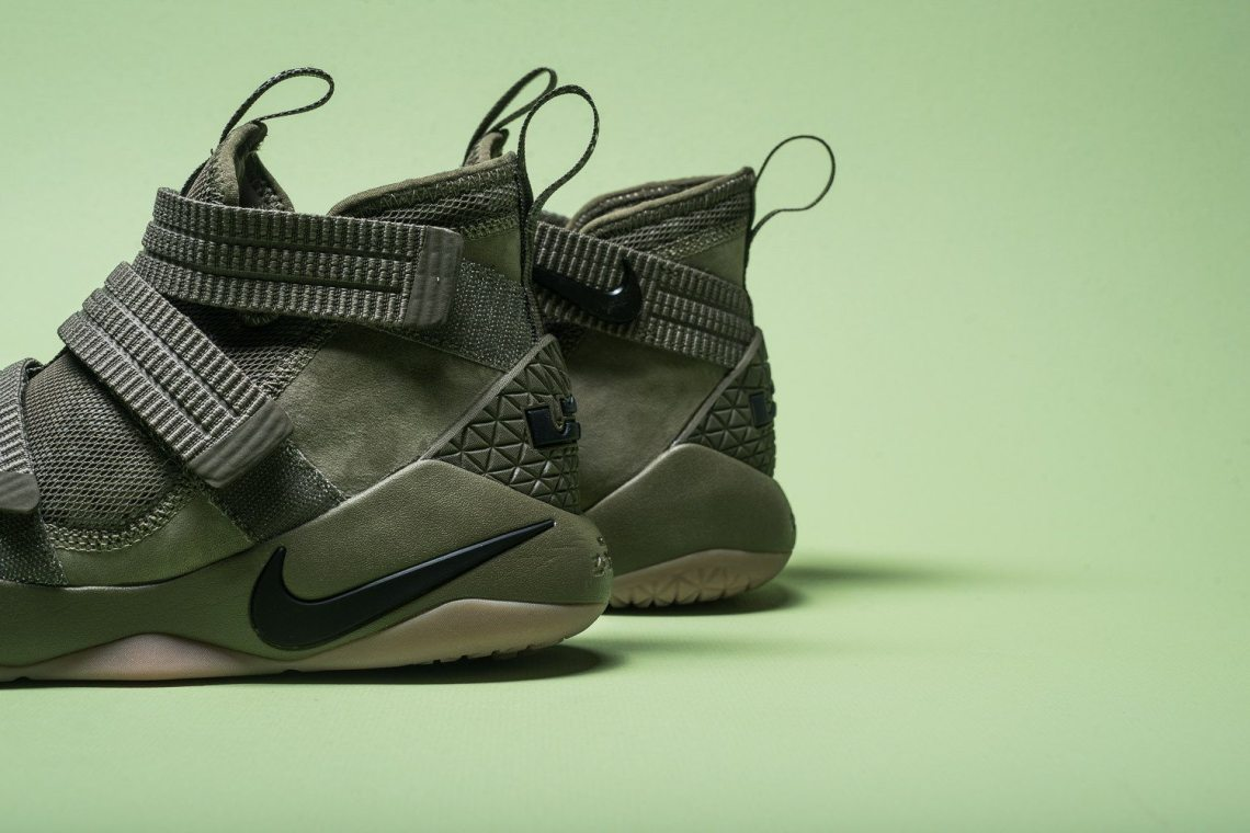 10915c101fdd0 Nike LeBron Soldier 11
