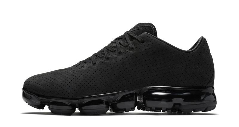 "Nike Air VaporMax Suede ""Triple Black"" // Preview"