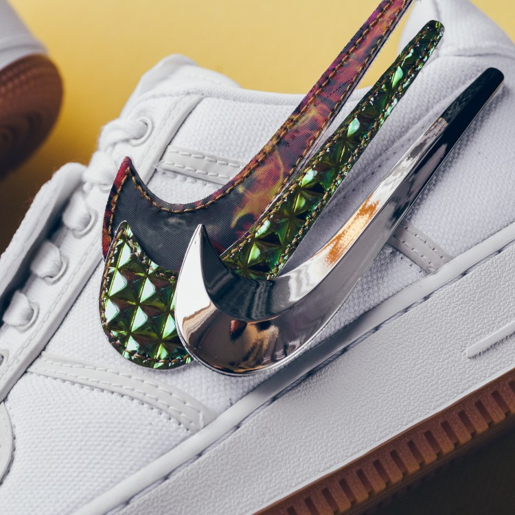competitive price 3ba8a b45e6 A Closer Look at the Travis Scott x Nike Air Force 1 Low ...