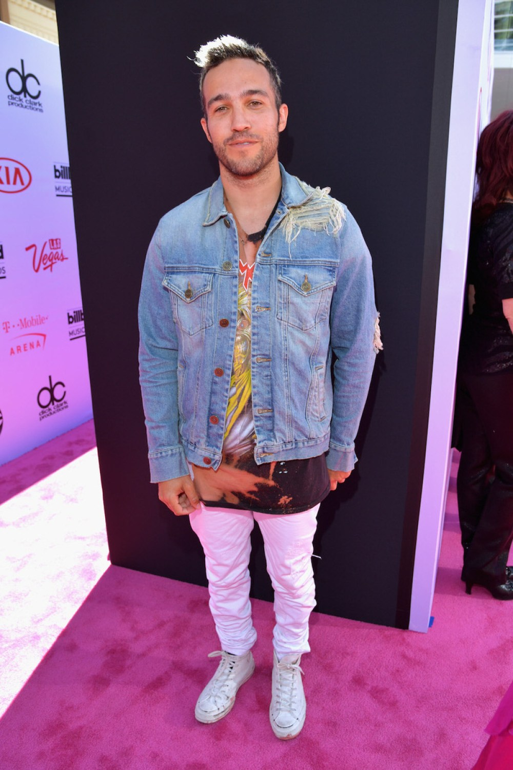 Just when you thought Pete Wentz only wore black, what does he do? He pulls a rockstar move and switches it up with white jeans and a distressed denim jacket.