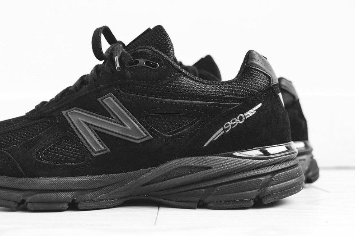 "New Balance M990 ""Triple Black"""