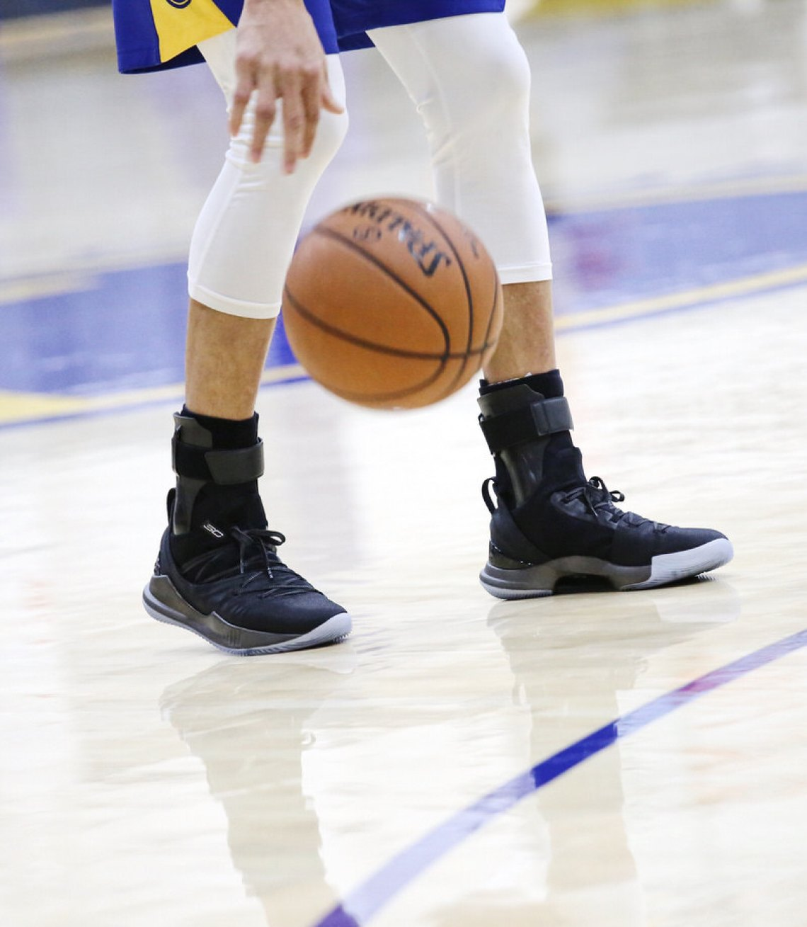 0bb8a2800fb Stephen Curry In The New Under Armour Curry 5