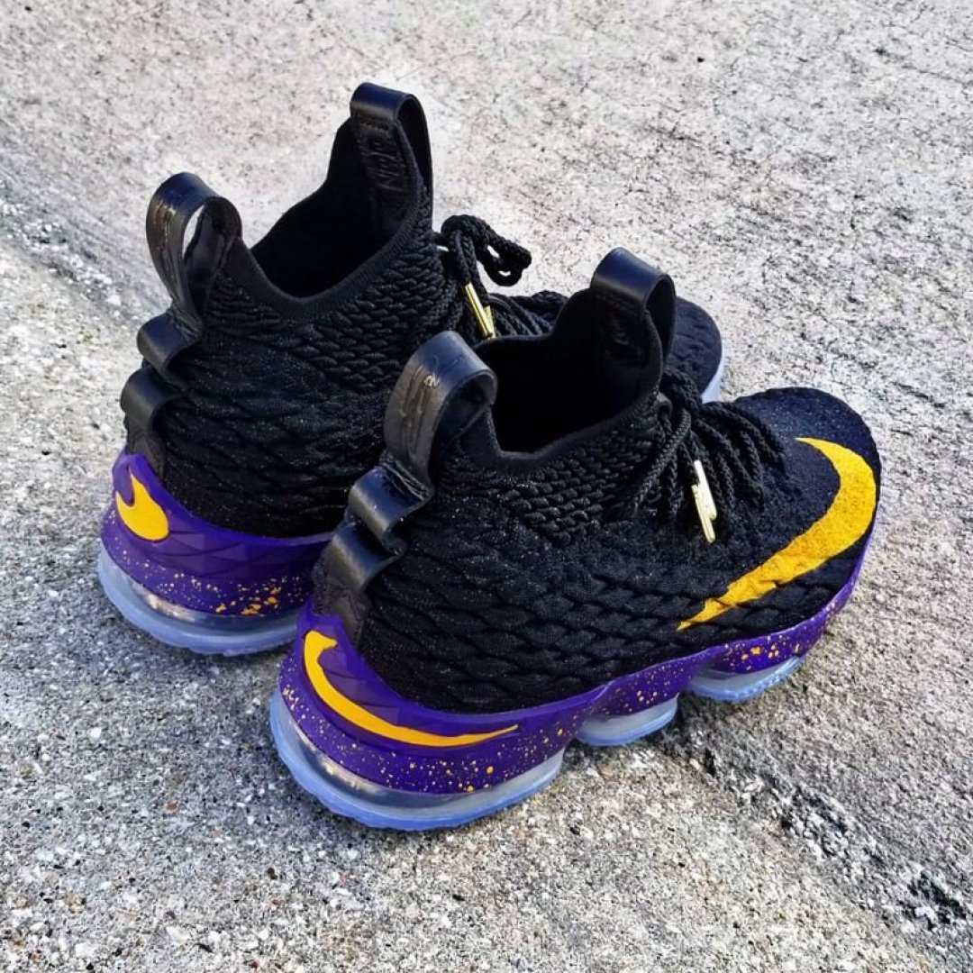5c96cf63968 LeBron 15 Low (Supernova)
