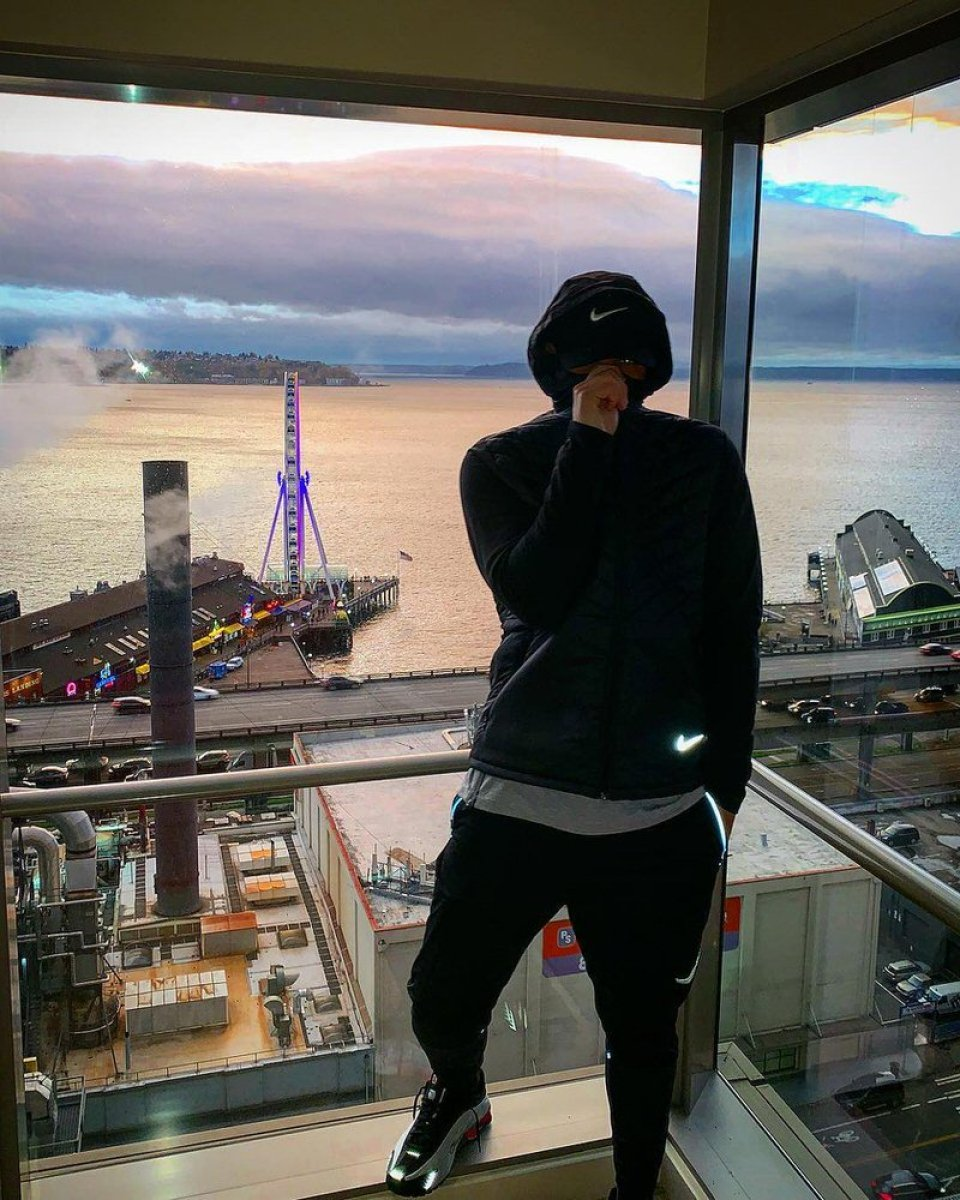 Drake in the Nike Shox R4