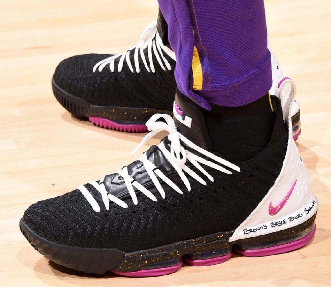 quality design 5ae96 30e1c LeBron James in a Nike LeBron 16 PE vs. New Orleans Pelicans (Andrew D.  Bernstein NBAE via Getty Images) ...