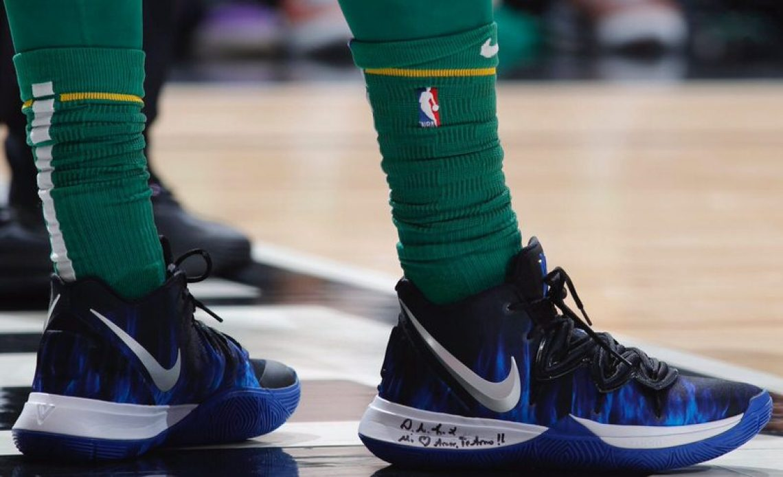 "649623263d4d ... Kyrie Irving in the Nike Kyrie 5 ""Duke"" PE vs. Chicago Bulls (Jeff  Haynes NBAE via Getty Images)"
