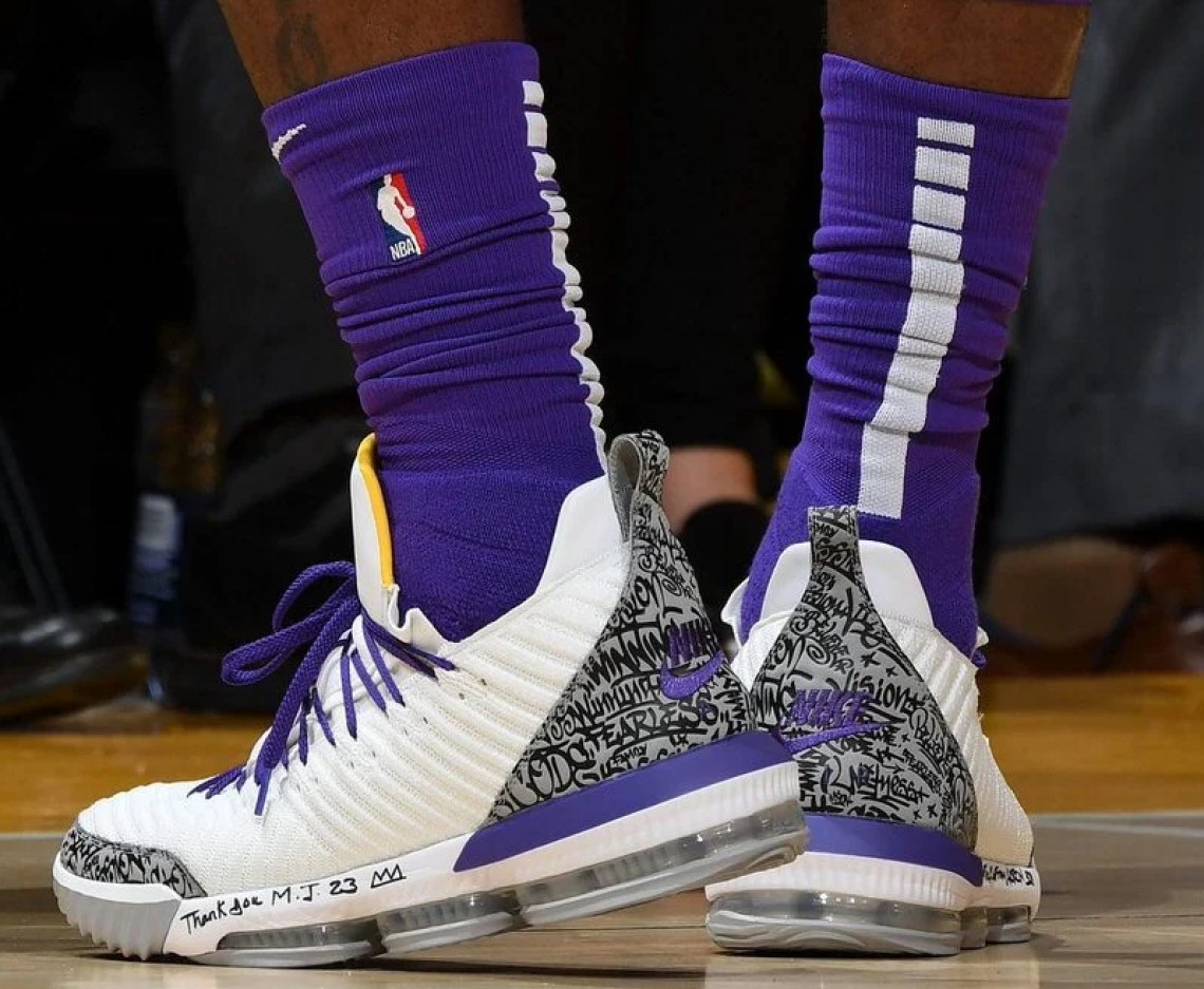 7c39b4998c3 ... LeBron James in the Nike LeBron 16 PE vs. Denver Nuggets (Andrew D.  Bernstein NBAE via Getty Images) ...