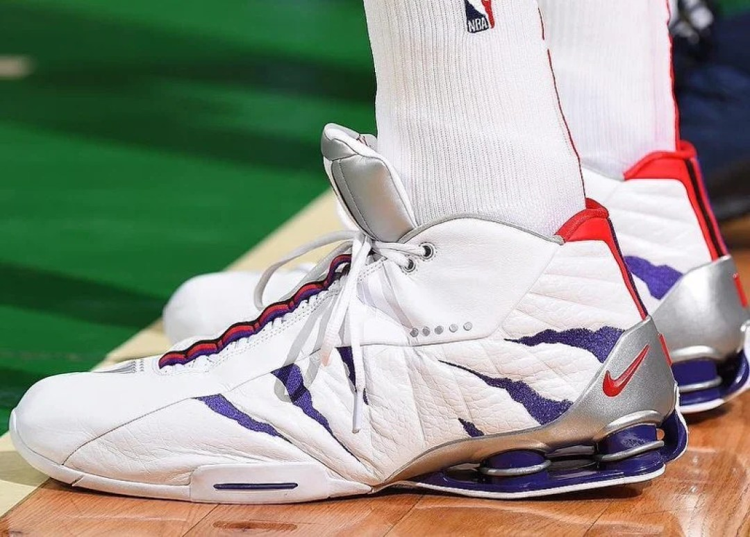 "the best attitude 4c6dc 9d271 Vince Carter in the Nike Shox BB4 ""Raptors"" PE (Brian Babineau NBAE via  Getty Images) ..."