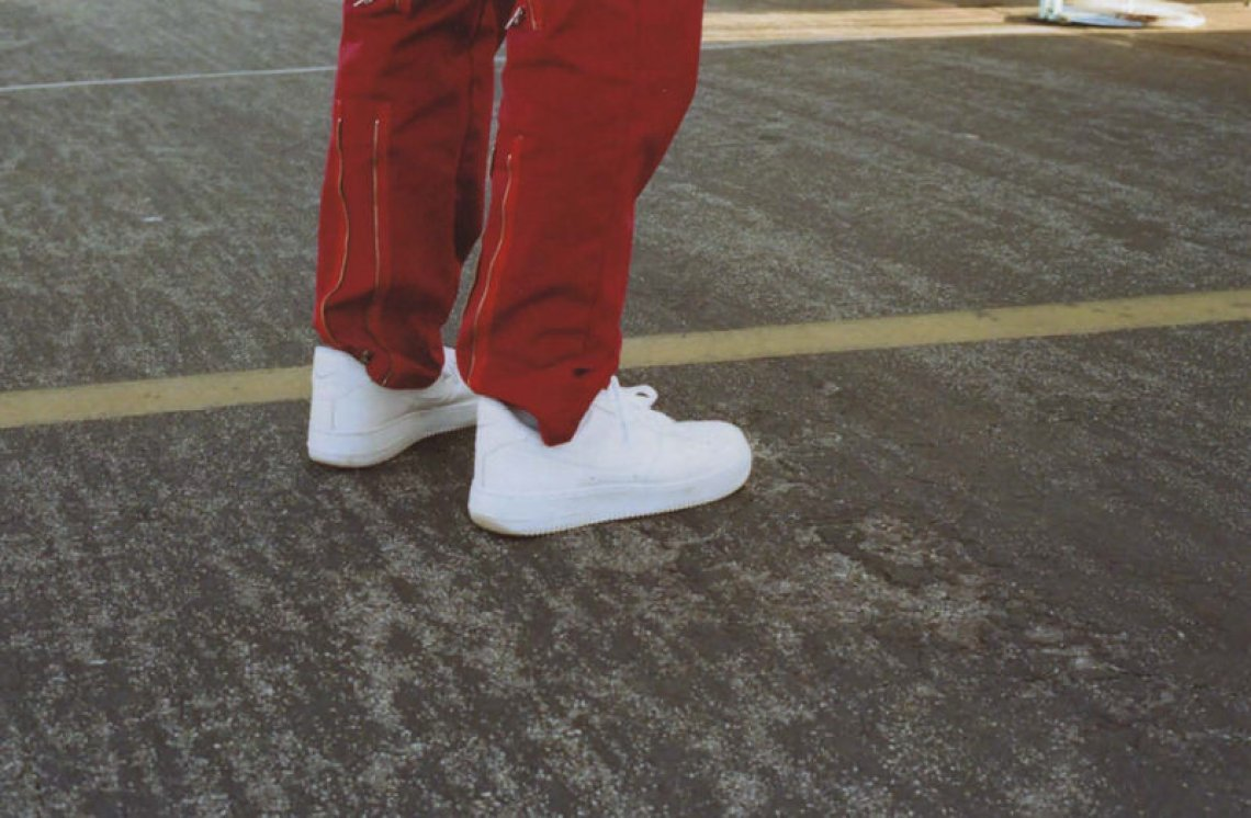 @yannnnn3 emphasizes the fact that plain white AF1s can be worn with just about anything, especially utility/flight pants.
