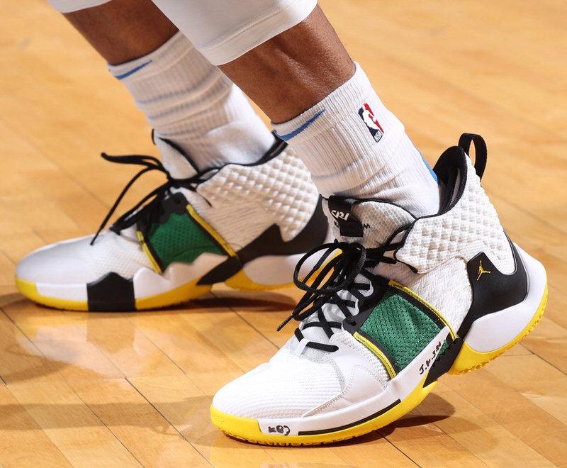 Soi 10 mẫu giày đỉnh nhất tuần thứ 2 của NBA Playoffs 2019