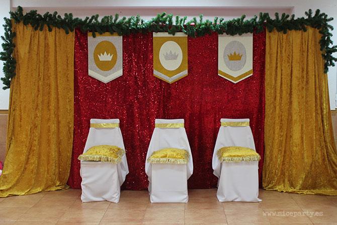 Nice Party: Decoración fiesta de Los Reyes Magos: fondo de terciopelo dorado y lentejuelas, con estandartes de purpurina