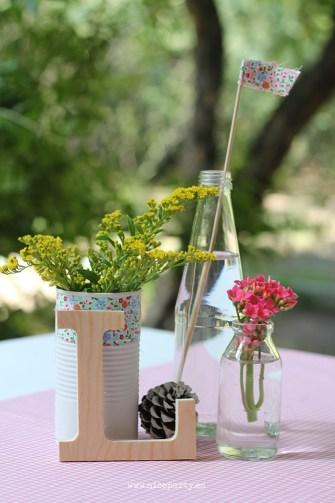 Nice Party Comunión rústica en color rosa. Centro de mesa letra de madera