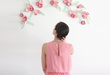 Photocall de boda con flores de papel