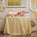 Una mesa de San Valentín en dorado y fucsia