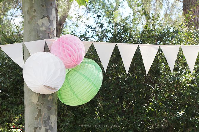 Nice Party cumpleaños de bienvenida al verano. Decoración del jardín con guirnaldas y farolillos
