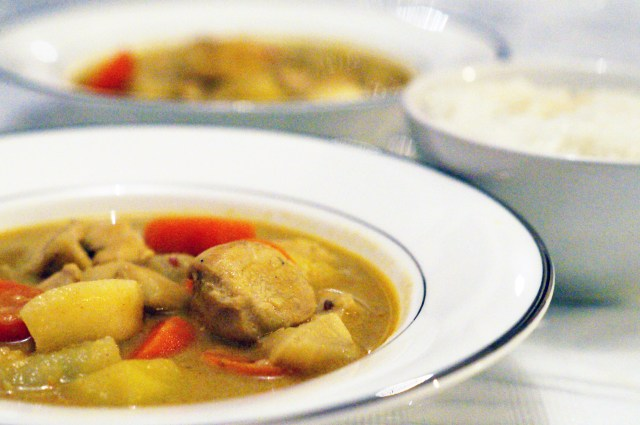 Classic Matsaman Yellow Curry Soup With Coconut Milk And Peanuts