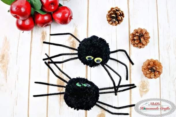 How to make Spider Pom-Pom's - Craft Halloween DIY Tutorial by Nicki's Homemade Crafts #spider #yarn #pompom #halloween #tutorial