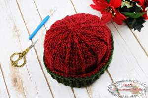 Reversible Textured Slouchy Beanie - Red Green showing the vertical lines on the textured beanie with the ribbing edge flipped over- Free Crochet Pattern -Nicki's Homemade Crafts #crochet #slouchy #free #pattern #red #green #textured #christmas #reversible #beanie #hat