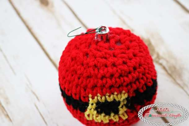 Santa Belt Christmas Ornament - ready to be hanged up ornament for the Christmas Tree - Free Crochet Pattern by Nicki's Homemade Crafts #crochet #ornament #christmas #winter #tree #free #crochet #pattern #belt