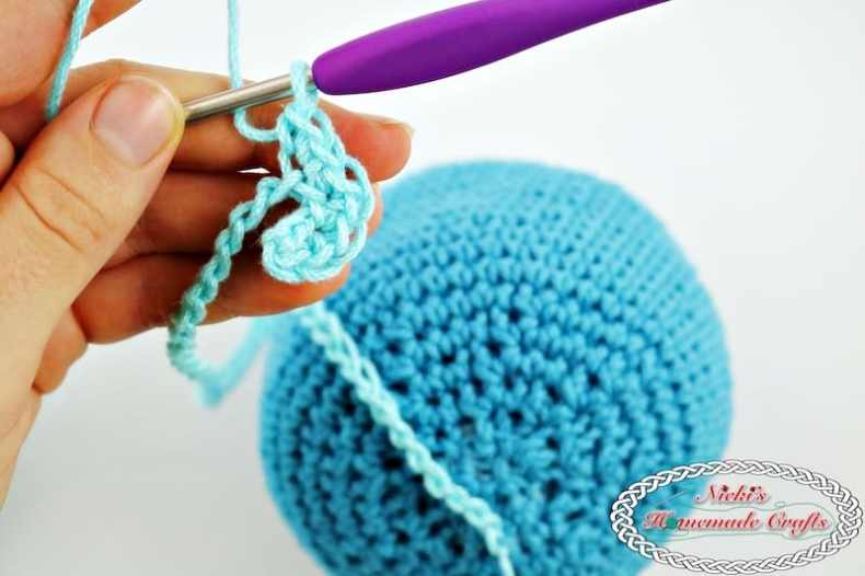 Crocheting the tentacles of the Octopus Amigurumi for Boy and Girl Preemies - Free Crochet Pattern by Nicki's Homemade Crafts #crochet #octopus #preemies #premature #babies #girl #boy #red #blue #smile #cute #adorable #octopuses #octopi #crochet #pattern #free