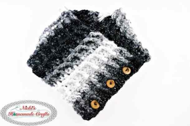 Waffle Cowl using the Waffle Stitch - Free Crochet Pattern - by Nicki's Homemade Crafts #crochet #waffle #stitch #yarn #bulky #cowl #scarf #variegatedyarn