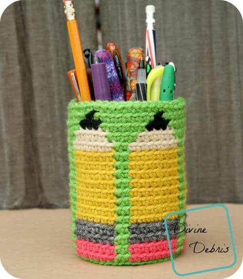 dancing pencil cup free crochet pattern back to school