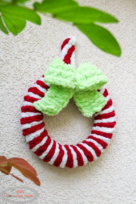 grinch green bow on candy cane loop yarn wreath