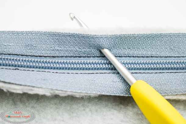 Bobble Basketweave Bag - Free Crochet Pattern Zipper adjusted