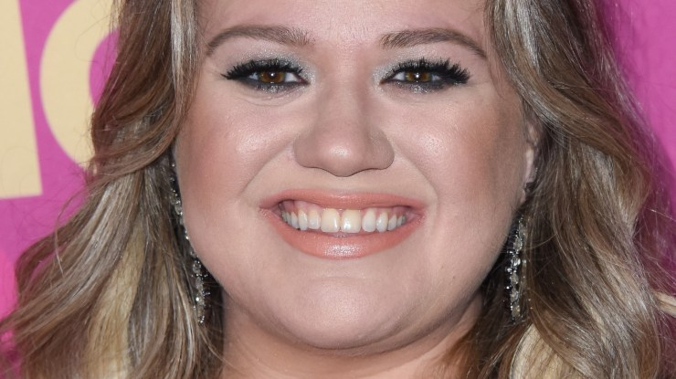The Real Reason Kelly Clarkson's Surprise News Has Fans Freaking