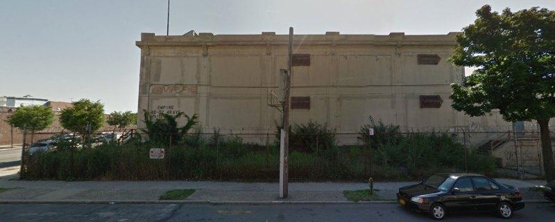 Same building as seen above. Windows anyone?