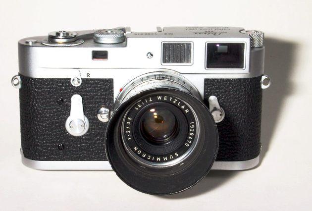 Leica M2 con ottica Summicron 35/2 (Wikimedia Commons)