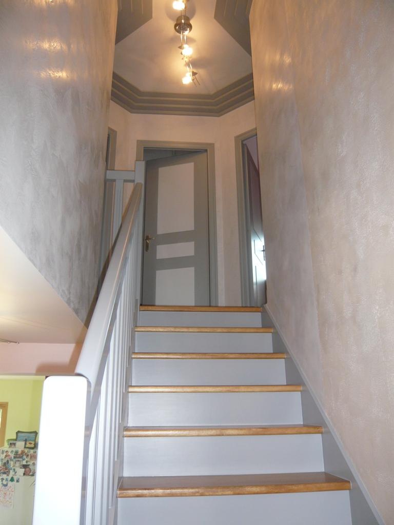 Peinture Montee Escalier BX91  Jornalagora
