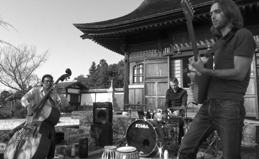 Live at Engaku-ji Temple, Kamakura (Japan) 10-2016