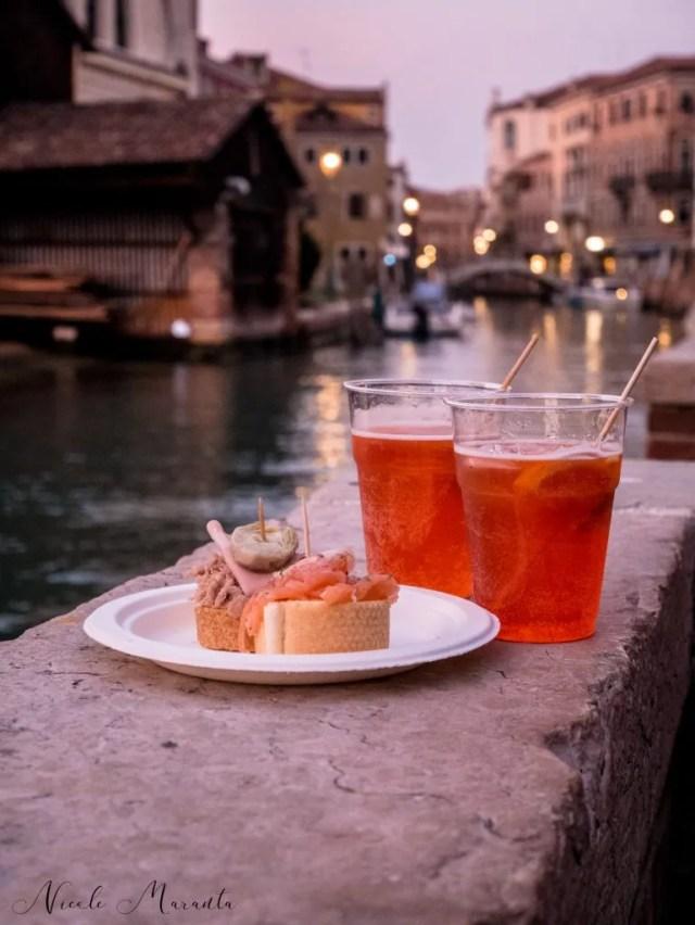 Tipico cicchetto con tartine, con vista sul canale nel sestriere Dorsoduro - Nicole Maranta