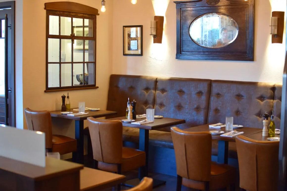 "restaurants-in-kassel-kleine-konoba-innen-stuehle ""width ="" 1200 ""height ="" 800 ""data-wp-pid ="" 8787 ""srcset ="" https://www.nicolos-reiseblog.de/wp- content / uploads / 2018/08 / restaurants-in-kassel-kleine-konoba-innen-stuehle.jpg 1200w, https://www.nicolos-reiseblog.de/wp-content/uploads/2018/08/restaurants-in -kassel-kleine-konoba-innen-stuehle-300x200.jpg 300w, https://www.nicolos-reiseblog.de/wp-content/uploads/2018/08/restaurants-in-kassel-kleine-konoba-innen- stuehle-1024x683.jpg 1024w, https://www.nicolos-reiseblog.de/wp-content/uploads/2018/08/restaurants-in-kassel-kleine-konoba-innen-stuehle-800x533.jpg 800w ""sizes = ""(max-breedte: 1200px) 100vw, 1200px"" /></p data-recalc-dims="