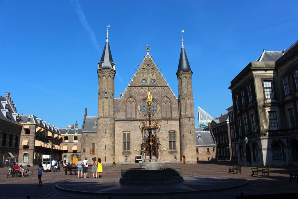 "what-must-have-been-in-the-haag-seen-binnenhof ""width ="" 1024 ""height ="" 683 ""data-wp-pid ="" 8829 ""srcset ="" https: //www.nicolos-travelinglog. DE / wp-content / uploads / 2018/09 / what-must-have-man-in-the-hag-seen-have-binnenhof.jpg 1024w, https://www.nicolos-reiseblog.de/wp-content/uploads /2018/09/was-muss-man-in-den-haag-gesehen-haben-binnenhof-300x200.jpg 300w, https://www.nicolos-reiseblog.de/wp-content/uploads/2018/09/ what-must-have-seen-the-haag-binnenhof-800x533.jpg 800w, https://www.nicolos-reiseblog.de/wp-content/uploads/2018/09/was-muss-man -300x200@2x.jpg 600w ""sizes ="" (max-width: 1024px) 100vw, 1024px ""/></span data-recalc-dims="