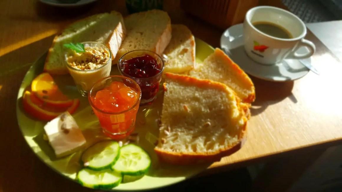 "best-cafes-munich-café-kat-tempel-ontbijt ""width ="" 1200 ""height ="" 675 ""data-wp-pid ="" 9459 ""srcset ="" https://www.nicolos-reiseblog.de/wp-content/ uploads / 2018/12 / best-cafes-muenchen-café-katzentempel-fruehstueck.jpg 1200w, https://www.nicolos-reiseblog.de/wp-content/uploads/2018/12/besten-cafes-muenchen-cafe -katzentempel-fruehstueck-300x169.jpg 300w, https://www.nicolos-reiseblog.de/wp-content/uploads/2018/12/besten-cafes-muenchen-cafe-katzentempel-fruehstueck-1024x576.jpg 1024w, https : //www.nicolos-reiseblog.de/wp-content/uploads/2018/12/besten-cafes-muenchen-cafe-katzentempel-fruehstueck-800x450.jpg 800w, https://www.nicolos-reiseblog.de/ wp-content/uploads/2018/12/besten-cafes-muenchen-cafe-katzentempel-fruehstueck-300x169@2x.jpg 600w ""sizes ="" (max-width: 1200px) 100vw, 1200px ""/></p data-recalc-dims="