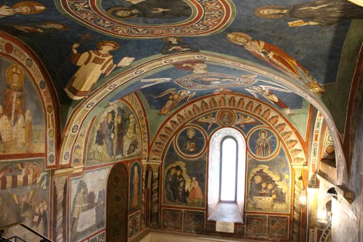 "Subiaco-travel-tips-lazio-italy-monastero-di-san-benedetto-ceiling painting ""width ="" 1200 ""height ="" 800 ""data-wp-pid ="" 9974 ""srcset ="" https: //www.nicolos- reiseblog.de/wp-content/uploads/2019/02/Subiaco-reisetipps-latium-reisetipps-italien-Monastero-di-San-Benedetto-deckemalerei.jpg 1200w, https://www.nicolos-reiseblog.de/wp -content / uploads / 2019/02 / Subiaco-reizen-tips-lazio-reisroutes-italië-monastero-di-san-benedetto-plafondschildering-300x200.jpg 300w, https://www.nicolos-reiseblog.de/wp-content/ uploads / 2019/02 / Subiaco-travel-tips-latium-italy-monastero-di-san-benedetto-ceiling-painting-1024x683.jpg 1024w, https://www.nicolos-reiseblog.de/wp-content/uploads/2019 /02/Subiaco-travel-tips-latium-travel-tips-italy-monastero-di-ed-benedetto-ceilings-painting-800x533.jpg 800w, https://www.nicolos-reiseblog.de/wp-content/uploads/2019/02/ Subiaco triplet latium travel tip italia monastero di sang benz blanket painting -300x200@2x.jpg 600w ""sizes ="" (max-width: 1200px) 100vw, 1200px ""/ ><img alt="