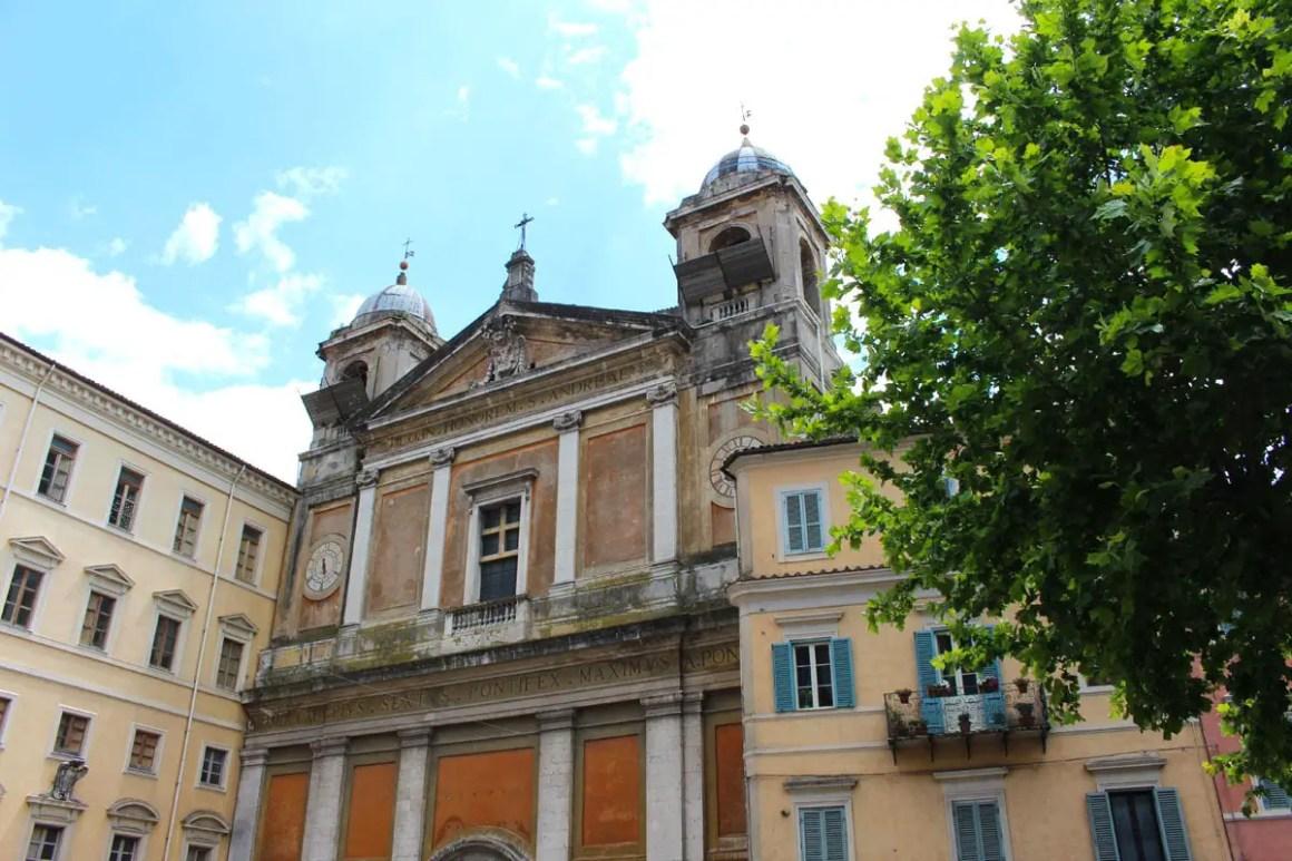 "Subiaco-reizen-tips-latium-reizen-italië-parrocchia-aman-apostolo ""width ="" 1200 ""height ="" 800 ""data-wp-pid ="" 9986 ""srcset ="" https://www.nicolos-reiseblog.de/ wp-content / uploads / 2019/02 / Subiaco-travel-tips-latium-routes-italië-parrocchia-Andrea-Apostolo.jpg 1200w, https://www.nicolos-reiseblog.de/wp-content/uploads/2019/02 /Subiaco-travel-tips-latium-travel-tips-italy-Parrocchia-Andrea-Apostolo-300x200.jpg 300w, https://www.nicolos-reiseblog.de/wp-content/uploads/2019/02/Subiaco-reisetipps-latium- italy-Parrocchia-Andrea-Apostolo-1024x683.jpg 1024w, https://www.nicolos-reiseblog.de/wp-content/uploads/2019/02/Subiaco-travel-tipps-latium-travel-tips-italia-Parrocchia-Andrea -Apostolo-800x533.jpg 800w, https://www.nicolos-reiseblog.de/wp-content/uploads/2019/02/Subiaco-travel-tips-latium-travel-tips-italia-Parrocchia-Andrea-Apostolo-300x200@2x. jpg 600w ""sizes ="" (max-width: 1200px) 100vw, 1200px ""/></p data-recalc-dims="