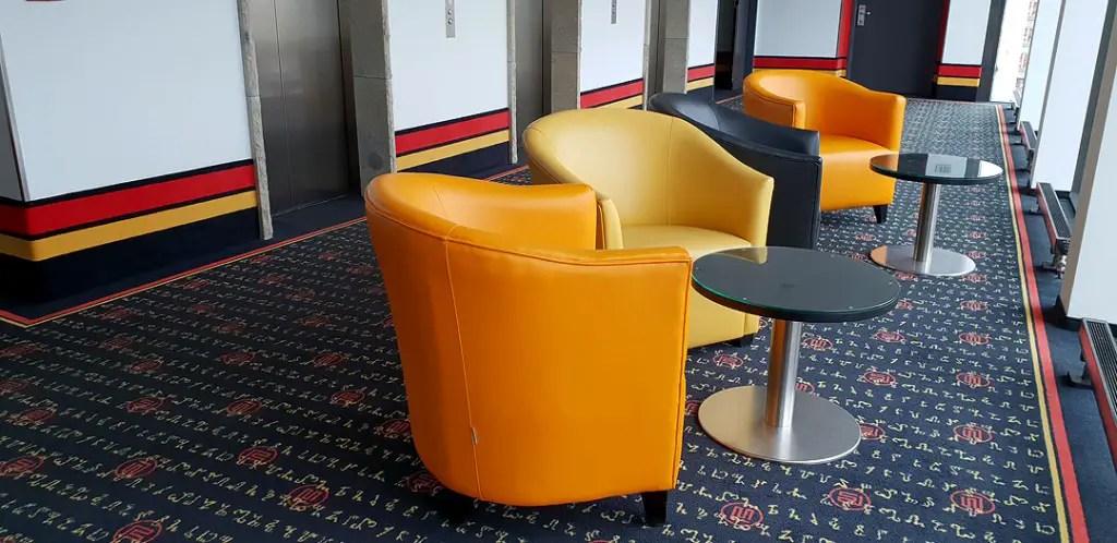 "vienna-house-easy-pilsen-hoteltipp-tsjechisch-fauteuil ""class ="" wp-image-9890 ""srcset ="" https://www.nicolos-reiseblog.de/wp-content/uploads/2019/02/vienna- huis-gemakkelijk-pilsen-hoteltipp-tsjechisch-fauteuil-1024x498.jpg 1024w, https://www.nicolos-reiseblog.de/wp-content/uploads/2019/02/vienna-house-easy-pilsen-hoteltipp-tschechien -sessel-300x146.jpg 300w, https://www.nicolos-reiseblog.de/wp-content/uploads/2019/02/vienna-house-easy-pilsen-hoteltipp-tschechien-sessel-800x389.jpg 800w, https : //www.nicolos-reiseblog.de/wp-content/uploads/2019/02/vienna-house-easy-pilsen-hoteltipp-tschechien-sessel.jpg 1080w, https://www.nicolos-reiseblog.de/ wp-content/uploads/2019/02/vienna-house-easy-pilsen-hoteltips-czech-resession-300x146@2x.jpg 600w ""sizes ="" (max-width: 1024px) 100vw, 1024px ""/></figure data-recalc-dims="