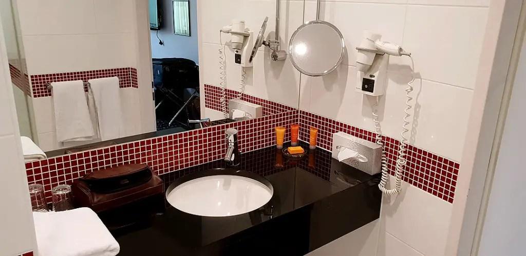 "vienna-house-easy-pilsen-hoteltipp-tsjechisch-title-bathroom ""class ="" wp-image-9870 ""srcset ="" https://www.nicolos-reiseblog.de/wp-content/uploads/2019/02/ vienna-house-easy-pilsen-hoteltipp-tsjechisch-titel-badkamer-2-1024x498.jpg 1024w, https://www.nicolos-reiseblog.de/wp-content/uploads/2019/02/vienna-house-easy -pilsen-hoteltipp-tsjechisch-titel-badkamer-2-300x146.jpg 300w, https://www.nicolos-reiseblog.de/wp-content/uploads/2019/02/vienna-house-easy-pilsen-hoteltipp- Czech-title-bathroom-2-800x389.jpg 800w, https://www.nicolos-reiseblog.de/wp-content/uploads/2019/02/vienna-house-easy-pilsen-hoteltipp-tschechien-title-bathroom -2.jpg 1080w, https://www.nicolos-reiseblog.de/wp-content/uploads/2019/02/vienna-house-easy-pilsen-hoteltipp-tschechien-titel-bathroom-2-300x146@2x. jpg 600w ""sizes ="" (max-width: 1024px) 100vw, 1024px ""/></figure data-recalc-dims="