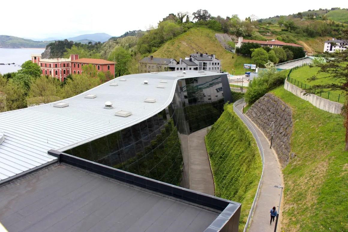 "Cristobal-balenciaga-museum-reistips-basque-travel-tips-spain-up ""width ="" 1200 ""height ="" 800 ""data-wp-pid ="" 10280 ""srcset ="" https://www.nicolos-reiseblog.de/ wp-content / uploads / 2019/04 / Cristobal-Balenciaga-Museum-Reizen-Tips-Baskenland-Reizen-Tips-Spanje-Up.jpg 1200w, https://www.nicolos-reiseblog.de/wp-content/uploads/2019/04 /Cristobal-Balenciaga-Museum-travel-basics-land-tour-sports-sports-to--300x200.jpg 300w, https://www.nicolos-reiseblog.de/wp-content/uploads/2019/04/Cristobal-Balenciaga-Museum- travel-tips-basque-travel-tips-spain-top-1024x683.jpg 1024w, https://www.nicolos-reiseblog.de/wp-content/uploads/2019/04/Cristobal-Balenciaga-Museum-travel-basics-land-tour-sports-spain -over-50x33.jpg 50w, https://www.nicolos-reiseblog.de/wp-content/uploads/2019/04/Cristobal-Balenciaga-Museum-travel-basics-land-tour-sports-sports-to-800x533.jpg 800w ""sizes ="" (max-width: 1200px) 100vw, 1200px ""/></p data-recalc-dims="