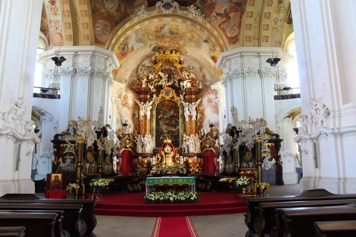 "klooster-gruessau-klooster-kerk-ascentie-reizen-tips-lage-siësta-reizen-tips-polen-altaar ""width ="" 1200 ""height ="" 800 ""data-wp-pid ="" 10231 ""srcset ="" https: //www.nicolos- reiseblog.de/wp-content/uploads/2019/04/kloster-gruessau-Klosterkirche-Mariae-Himmelfahrt-reisetipps-niederschlesien-reisetipps-polen-altar.jpg 1200w, https://www.nicolos-reiseblog.de/wp -content / uploads / 2019/04 / klooster-gruessau-klooster-kerk-bedevaart-reizen-tips-niederschlesien-reizen-tips-polen-altaar-300x200.jpg 300w, https://www.nicolos-reiseblog.de/wp-content/ uploads / 2019/04 / klooster-gruessau-monastiek-kerk-bedevaart-reizen-tips-niederschlesien-reizen-tips-polen-altaar-1024x683.jpg 1024w, https://www.nicolos-reiseblog.de/wp-content/uploads/2019 /04/kloster-gruessau-Klosterkirche-Mariae-Himmelfahrt-reisetipps-niederschlesien-reisetipps-polen-altar-50x33.jpg 50w, https://www.nicolos-reiseblog.de/wp-content/uploads/2019/04/ klooster-Grüssau klooster Kerk van reizen Hemelvaart tips Mary's en Neder-Silezië Rice tips-polen-altar-800x533.jpg 800w ""sizes ="" (max-width: 1200px) 100vw, 1200px ""/></p data-recalc-dims="