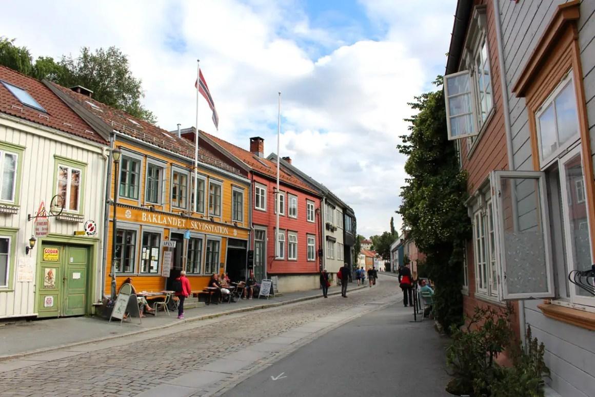 """sightseeing-trondheim-travel-tips-tondelag-travel-tips-noorwegen-travel-blog-5-places-Baklandet-Skydsstation """"width ="""" 1200 """"height ="""" 800 """"data-wp-pid ="""" 10195 """"srcset ="""" https: // www. nicolos-reiseblog.de/wp-content/uploads/2019/04/sehenswuerdigkeiten-trondheim-reisetipps-tondelag-reisetipps-norwegen-reiseblog-5-orte-Baklandet-Skydsstation.jpg 1200w, https: //www.nicolos-reiseblog .com / wp-content / uploads / 2019/04 / sightseeing-trondheim-travel-tips-tondelag-travel-tips-noorwegen-travel-blog-5-locaties-Baklandet-Skyds-station-300x200.jpg 300w, https: //www.nicolos-reiseblog. DE / wp-content / uploads / 2019/04 / sightseeing-trondheim-travel-tips-tondelag-travel-tips-noorwegen-travel-blog-5-locations-Baklandet-Skydsstation-1024x683.jpg 1024w, https://www.nicolos-reiseblog.de /wp-content/uploads/2019/04/sehenswuerdigkeiten-trondheim-tour-tips-tondelag-reiseetipps-norwegen-reiseblog-5-orte-Baklandet-Skydsstation-50x33.jpg 50w, https://www.nicolos-reiseblog.de/ wp-content / uploads / 2019/04 / attracties-Trondheim-r ice tips-tondelag-travel-tips-noorwegen-travel-blog-5-locaties-Baklandet-Skyds-station-800x533.jpg 800w """"sizes ="""" (max-width: 1200px) 100vw, 1200px """"/></p data-recalc-dims="""