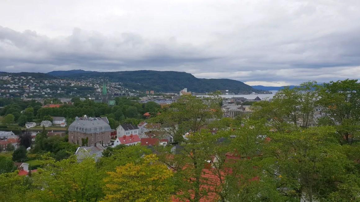 "sightseeing-trondheim-travel-tips-tondelag-travel-tips-noorwegen-travel-blog-5-places-fortress-kristiansen-outlook ""width ="" 1200 ""height ="" 675 ""data-wp-pid ="" 10199 ""srcset ="" https: // www.nicolos-reiseblog.de/wp-content/uploads/2019/04/sehenswuerdigkeiten-trondheim-reisetipps-tondelag-reisetipps-norwegen-reiseblog-5-orte-festung-kristiansen-ausblick.jpg 1200w, https: // www .nicolos-reiseblog.de / wp-content / uploads / 2019/04 / sightseeing-trondheim-travel-tips-tondelag-travel-tips-norway-travel-blog-5-places-fortress-kristiansen-outlook-300x169.jpg 300w, https: // www.nicolos-reiseblog.de/wp-content/uploads/2019/04/sehenswuerdigkeiten-trondheim-reisetipps-tondelag-reisetipps-norwegen-reiseblog-5-orte-festung-kristiansen-ausblick-1024x576.jpg 1024w, https: / /www.nicolos-reiseblog.de/wp-content/uploads/2019/04/sehenswuerdigkeiten-trondheim-reisetipps-tondelag-reisetipps-norwegen-reiseblog-5-orte-festung-kristiansen-ausblick-50x28.jpg 50w, https: //www.nicolos-reiseblog.de/wp-content/uploads/2019/04/s honours-trondheim-travel-tips-tondelag-travel-tips-noorwegen-travel-blog-5-places-fortress-kristiansen-outlook-800x450.jpg 800w ""sizes ="" (max-width: 1200px) 100vw, 1200px ""/></p data-recalc-dims="