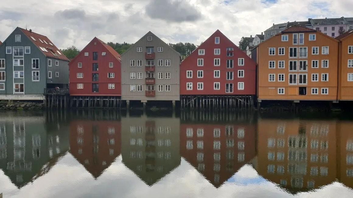 """attracties-trondheim-reizen-tips-reizen-tips-Noorwegen-reizen-blog-5-plaatsen-piraten-kleurrijke-huizen """"width ="""" 1200 """"height ="""" 675 """"data-wp-pid ="""" 10193 """"srcset ="""" https: // www.nicolos-reiseblog.de/wp-content/uploads/2019/04/sehenswuerdigkeiten-trondheim-reisetipps-tondelag-reisetipps-norwegen-reiseblog-5-orte-piren-bunte-haeuser-1.jpg 1200w, https: / /www.nicolos-reiseblog.de/wp-content/uploads/2019/04/sehenswuerdigkeiten-trondheim-reisetipps-tondelag-reisetipps-norwegen-reiseblog-5-orte-piren-bunte-haeuser-1-300x169.jpg 300w, https://www.nicolos-reiseblog.de/wp-content/uploads/2019/04/sehenswuerdigkeiten-trondheim-reisetipps-tondelag-reisetipps-norwegen-reiseblog-5-orte-piren-bunte-haeuser-1-1024x576. jpg 1024w, https://www.nicolos-reiseblog.de/wp-content/uploads/2019/04/sehenswuerdigkeiten-trondheim-reisetipps-tondelag-reisetipps-norwegen-reiseblog-5-orte-piren-bunte-haeuser-1 -50x28.jpg 50w, https://www.nicolos-reiseblog.de/wp-content/uploads/2019/04/sehenswuerdigkeiten-trondheim-reisetip ps-tondelag-travel-tips-noorwegen-travel-blog-5-places-pirate-colourful-homes-1-800x450.jpg 800w """"sizes ="""" (max-width: 1200px) 100vw, 1200px """"/></p data-recalc-dims="""