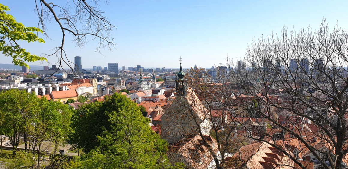 """alt-lookout-what-must-have-seen-in-bratislava """"width ="""" 1200 """"height ="""" 583 """"data-wp-pid ="""" 10323 """"srcset ="""" https: //www.nicolos-travelinglog. DE / wp-content / uploads / 2019/05 / old-town-outlook-wat-moet-heb-je-in-bratislava-seen-have.jpg 1200w, https://www.nicolos-reiseblog.de/wp-content/uploads /2019/05/altstadt-ausblick-was-muss-man-in-bratislava-gesehen-haben-300x146.jpg 300w, https://www.nicolos-reiseblog.de/wp-content/uploads/2019/05/ old-town-outlook-what-must-have-you-in-bratislava-seen-have-1024x497.jpg 1024w, https://www.nicolos-reiseblog.de/wp-content/uploads/2019/05/altstadt-ausblick-was -miss-man-in-bratislava-seen-have-50x24.jpg 50w, https://www.nicolos-reiseblog.de/wp-content/uploads/2019/05/altstadt-ausblick-was-muss-man- in-bratislava-seen-have-800x389.jpg 800w """"sizes ="""" (max-width: 1200px) 100vw, 1200px """"/></p data-recalc-dims="""